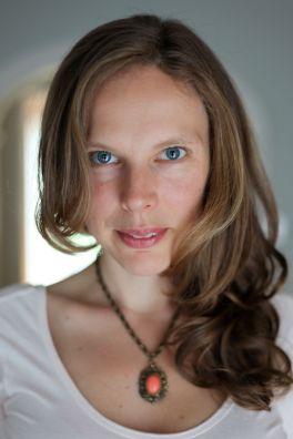 Lindsay Bernal pic